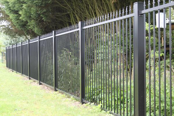Gamme de clôtures Classalu  BREDOK – Portails & Clôtures